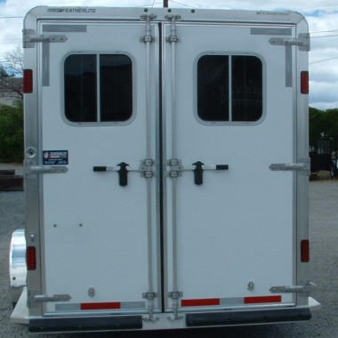 2016 FEATHERLITE 8533 4 HORSE REAR VIEW