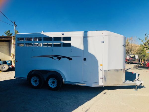 2019 Trails West 15′ Adventure II 3 Horse Side View tac room