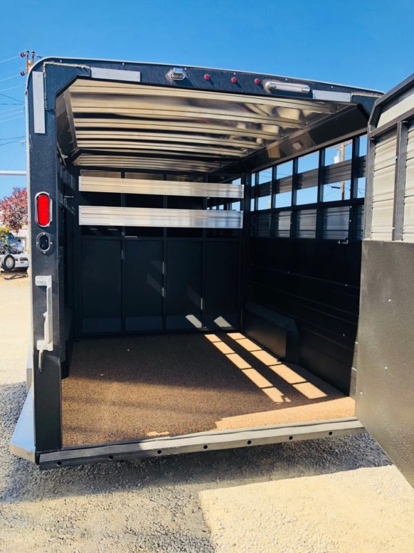 2019 Logan Stock Combo 21′ GN Trailer Back View w Divider