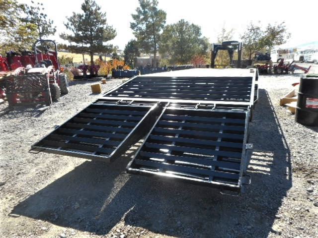 2017 8.5×24′ GN Equipment Tailer Posed Down View
