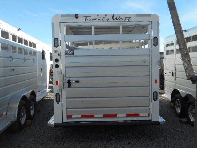 2018 Trails West Santa Fe II 21′ Gooseneck Stock Combo Trailer Backside View