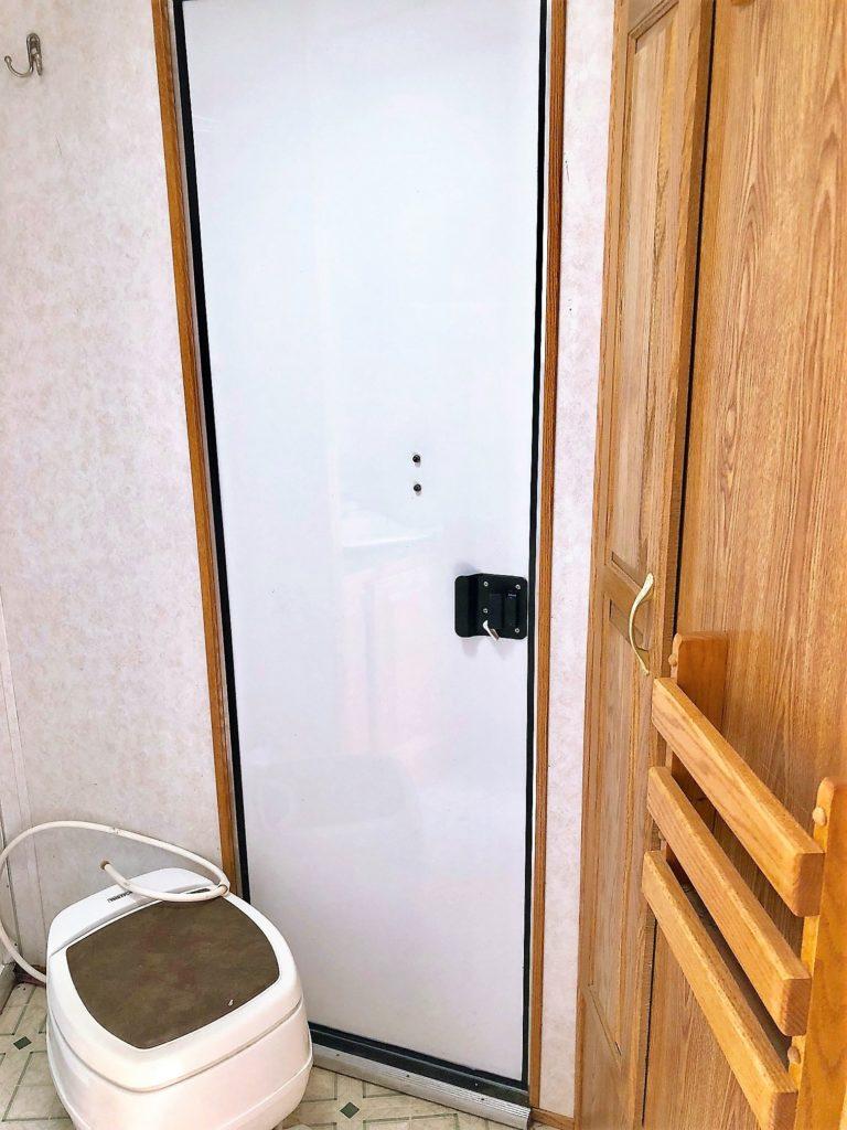 2000 Featherlite 8581 3H LQ Trailer Closeup Inside Bathroom Toilet Shower Area View