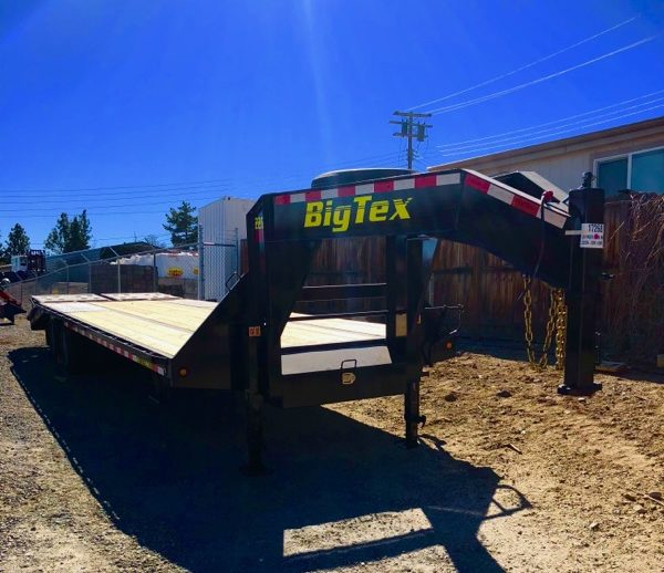 2018 Big Tex 25' Gooseneck Trailer Right Front Side View