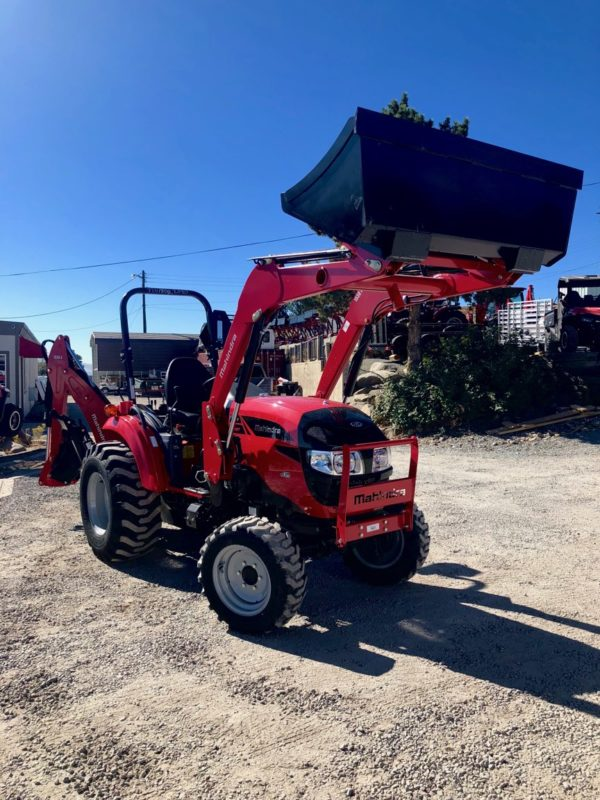 Mahindra 1533 TLB Front Passanger Side View