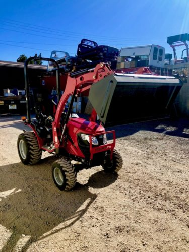 Mahindra e max 20L skid steer loader Tractor Front Passanger side View