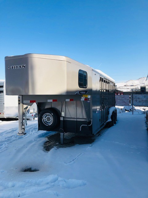 Titan 20′ Classic GN Stock Combo Trailer Front Driverside View
