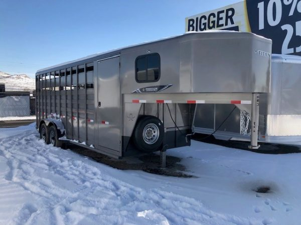Titan 20′ Classic GN Stock Combo Trailer Passanger Side View
