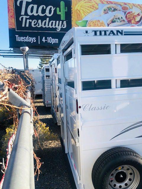 Titan 16′ Classic BP Stock Combo Trailer Back CloseupView